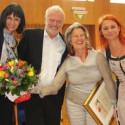 Dank und Blumen für Maria Kluge (3.v.l.)