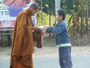 Die Kindern lernen das Geben von klein auf. Foto: Liebers