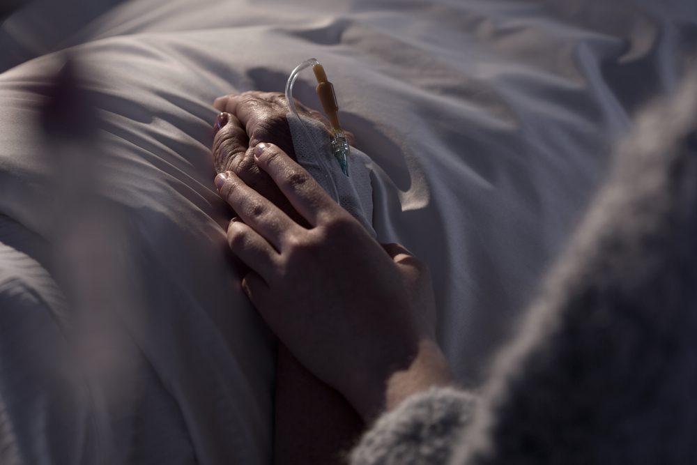 """""""Ich möchte, dass du mir die Hand hälst"""""""