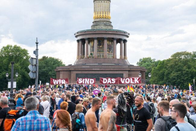 Darf man zusammen mit Rechtsextremen demonstrieren?